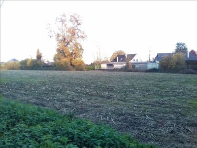 TERRAIN CONSTRUCTIBLE NAY - 1240 m2 1/2