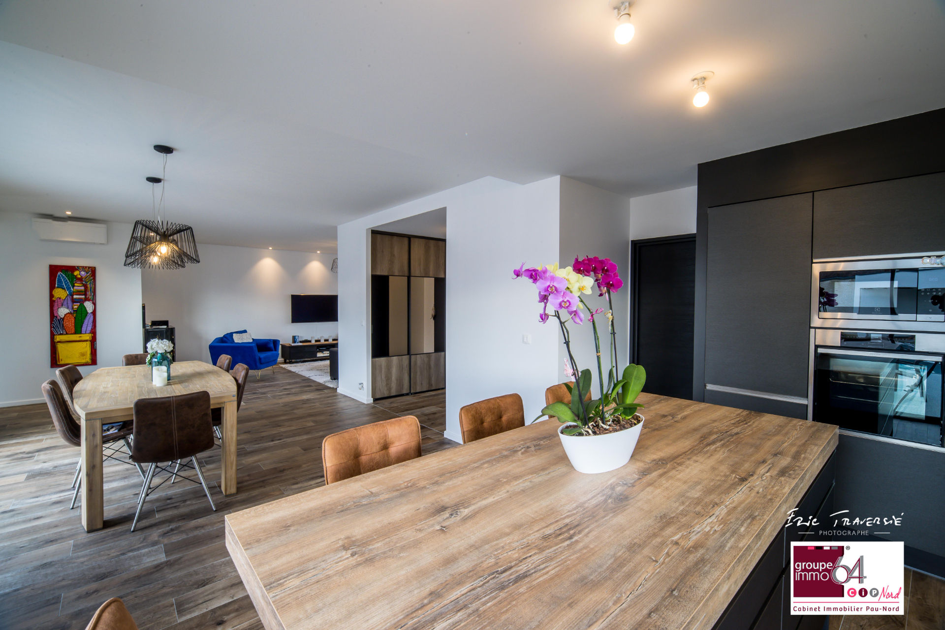 Contemporaine en toit terrasse et piscine (visite virtuelle possible) 2/9